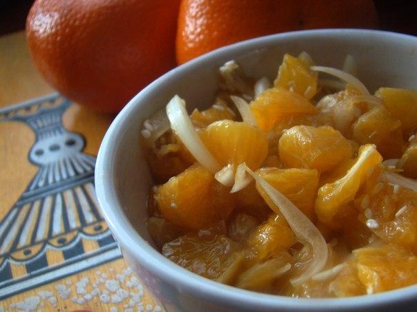 Салат из мандаринов с луком