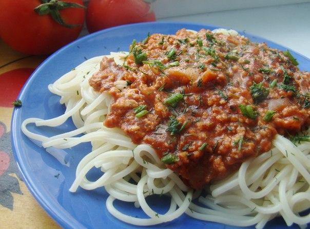 Спагетти с веганизированным соусом а-ля «Болоньезе».