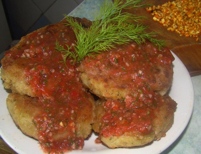 Котлеты из риса и сои с томатным соусом