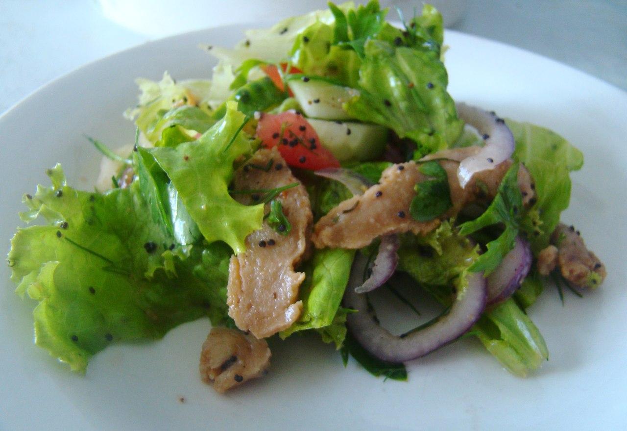 Легкий  салат с соей и маком
