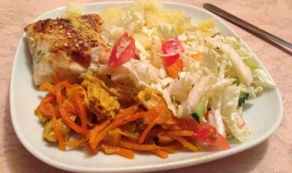 Конвертики из лаваша с мягким тофу и зеленью + фучжу с морковью, салат из пекинской капусты и картофель с розмарином