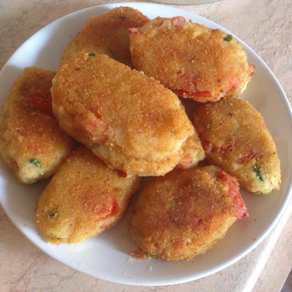 Котлеты из картофеля с помидорами
