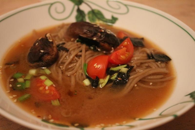 Суп с грибами шиитаке и собой