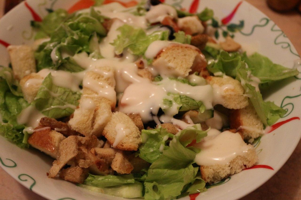 Цезарь с куриной грудкой салат рецепт пошагово