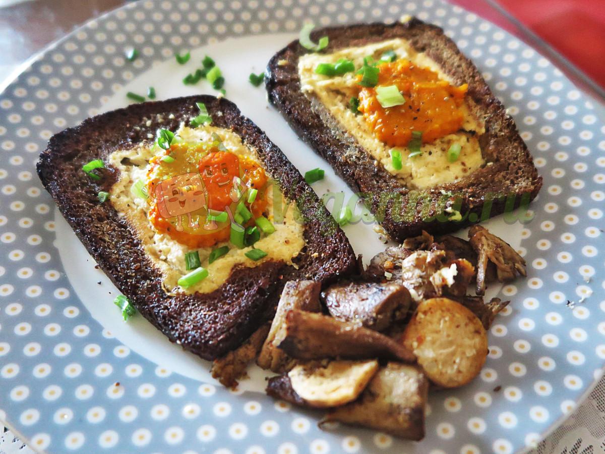 Веганская яичница в хлебе