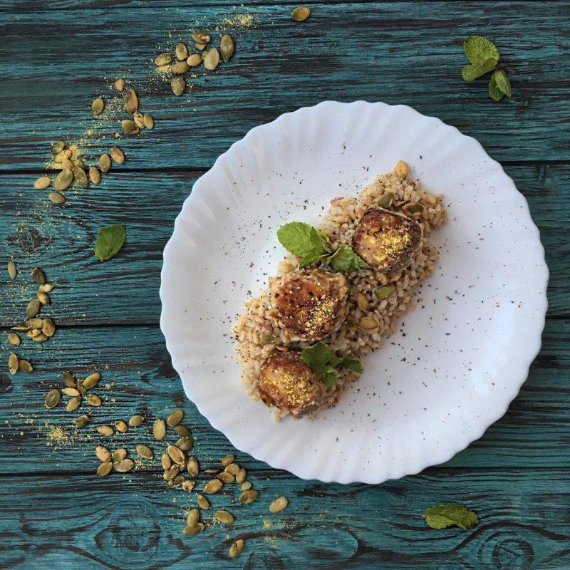 Веганские фрикадельки, томлённые в сливочном соусе
