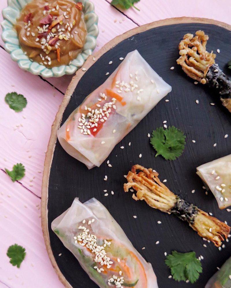 Летние роллы в рисовой бумаге с овощами и хрустящими грибами Эноки
