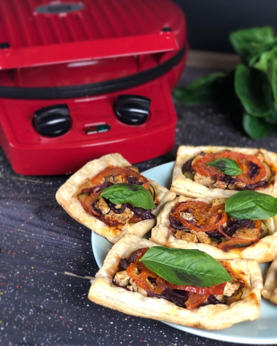 Мини-тарты с тофу и овощами